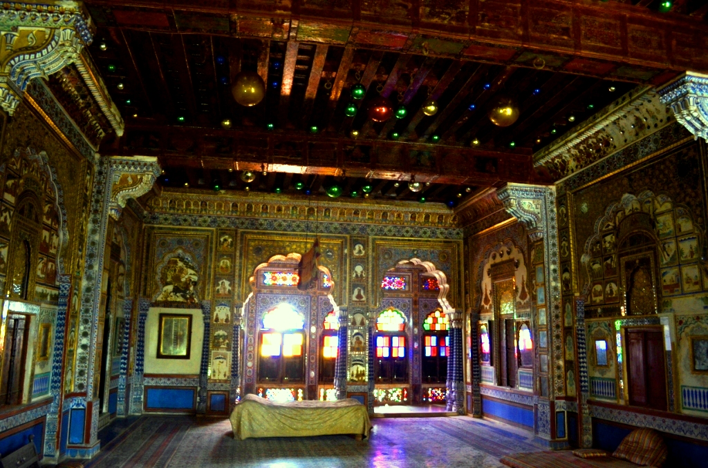 Takhat Vilas, a room made of gold and shining glasses